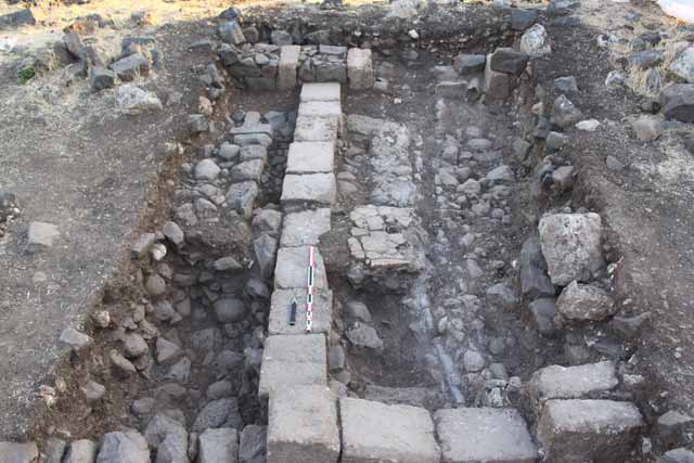 3. Square P23, Byzantine-period walls, looking north.
