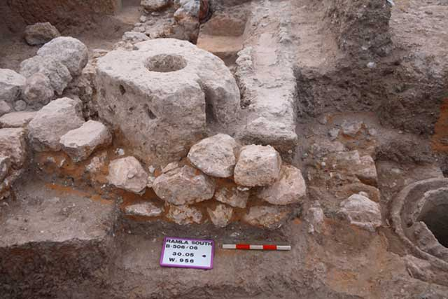 5. Ashlar building from the Late Byzantine period and remains from the Early Islamic period.