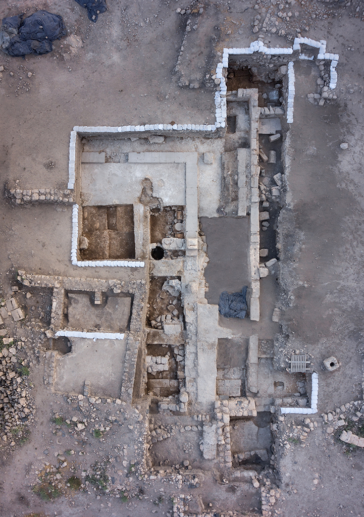 1. Aerial view of Area 3000 at the end of the 2015 season: the Late Roman synagogue and medieval building, north at the top.