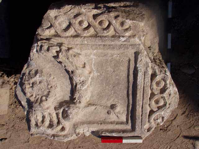 5. Fragment of a lintel decorated with a wreath of Hercules.