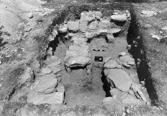 4. Cist graves 13, 14, 19, looking east.