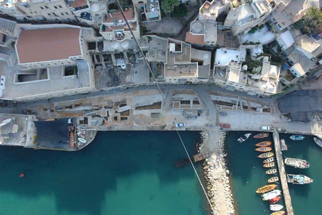 15. The center of Yafo harbor at the end of the excavation, aerial view.