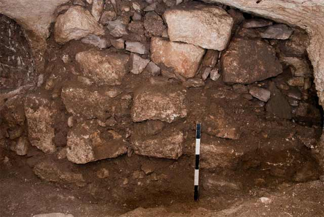 8. Wall 112 which blocks part of Pit 107, looking east.