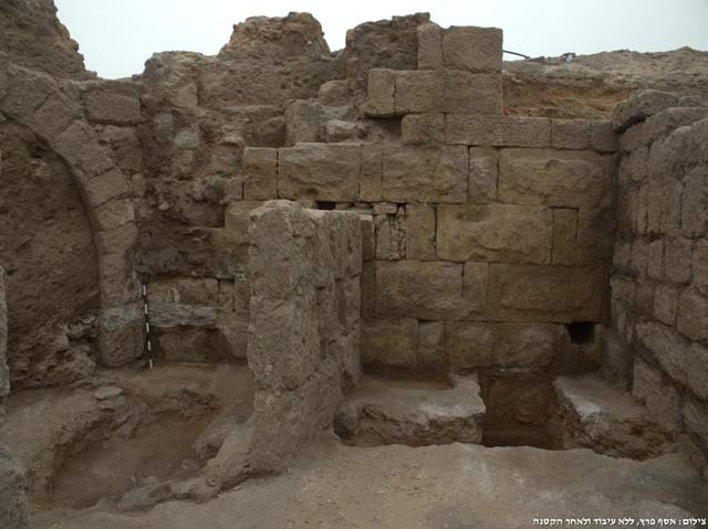 3. The Herodian wall and the beginning of the Roman arch, looking south.