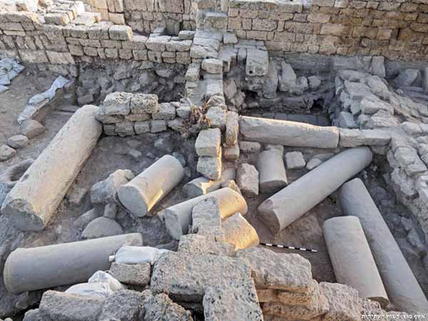 8. Marble and granite elements beneath the floors and in the wall foundations of the Fatimid/Crusader rooms, looking north.
