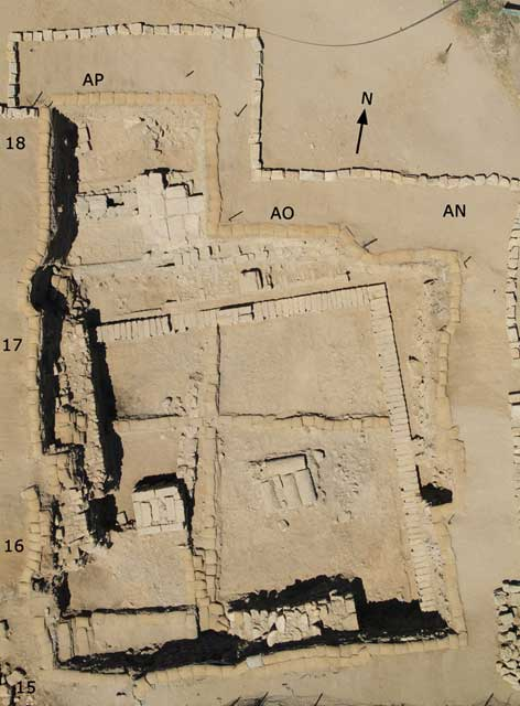 12. Area D4, aerial view of walls of Phases D4/4–3 (Hellenistic), looking north. The remains in AP/18 are of the Roman period.