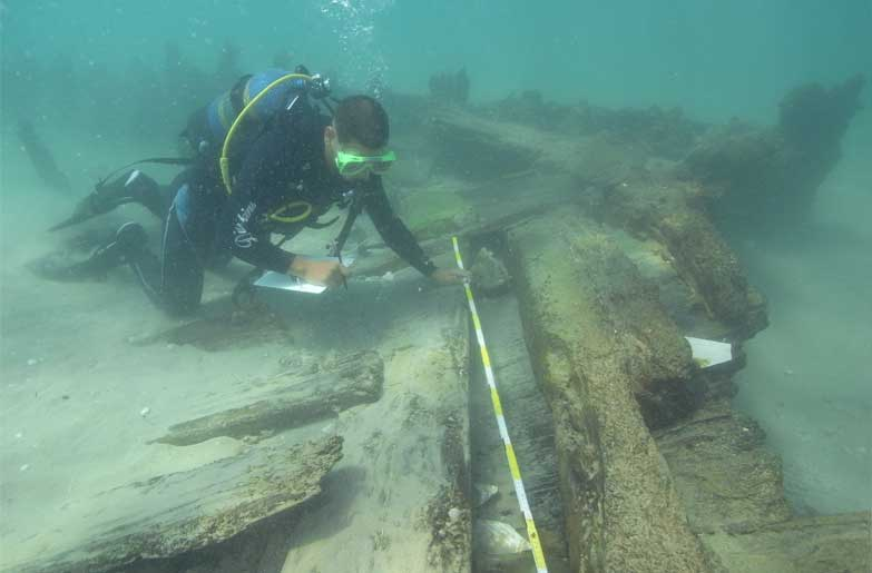 A trial excavation at 'Ha-Temarim 1' shipwreck in 'Akko Bay